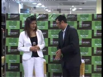 Karishma Kapoor Reveals her Healthy Food Alternatives at Godrej Nature's Basket - Part 1