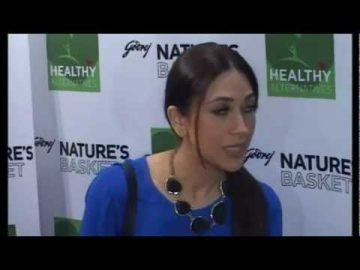 Karishma Kapoor Reveals her Healthy Food Alternatives at Godrej Nature's Basket - Part 4