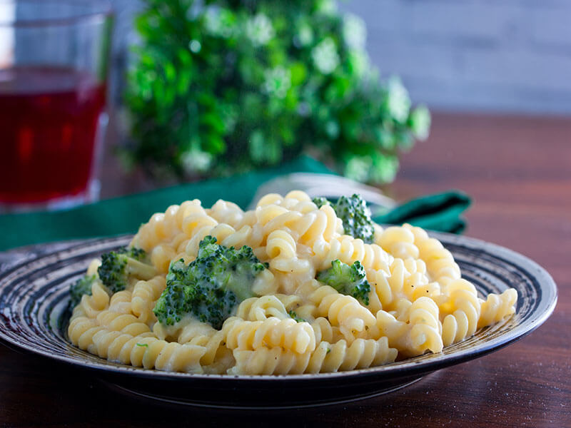 One Pot Cheesy Broccoli Pasta